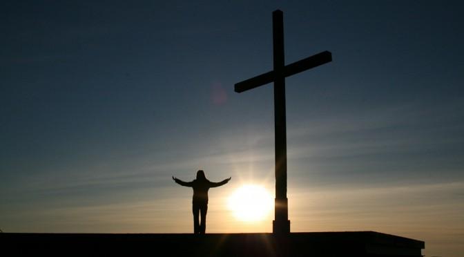 Ateizm vs wiara – analiza SWOT