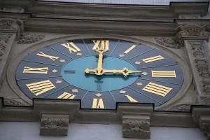 Ratusz lubań zegar.jpg, źródło: Wikimedia Commons