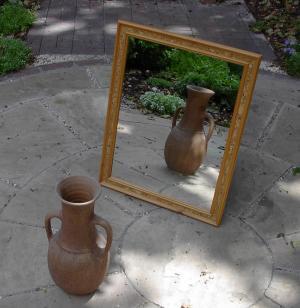 """Na """"zajączka"""": Bóg w lustrze"""